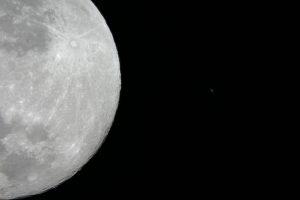 moon_1383x922