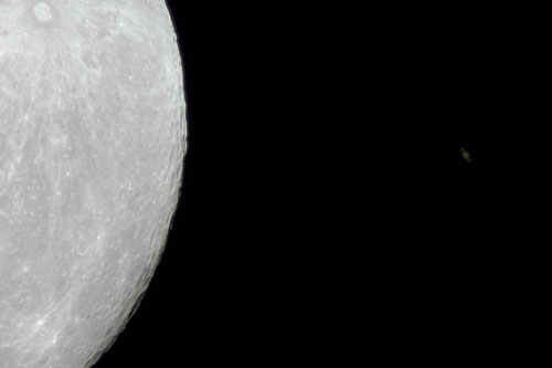 Conjunction of Saturn and the Moon